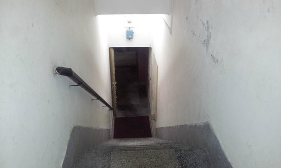 Maithan Tourist Lodge: staircase from 1st floor to ground floor