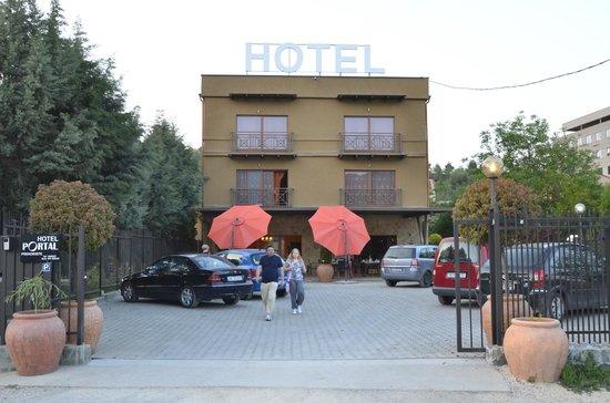 Hotel Portal: Vista dal parcheggio