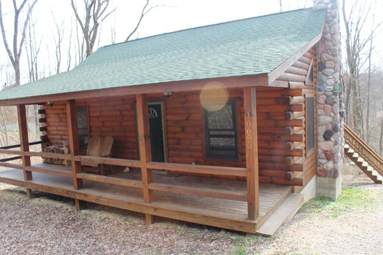 Cabins by the Caves: Fron of cabin. Nice porch with firewood (for pit out back) available.