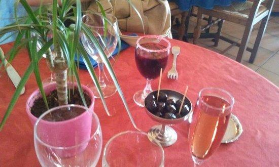 La grange palavas les flots : Apéritif sangria + kir rosé avec olives