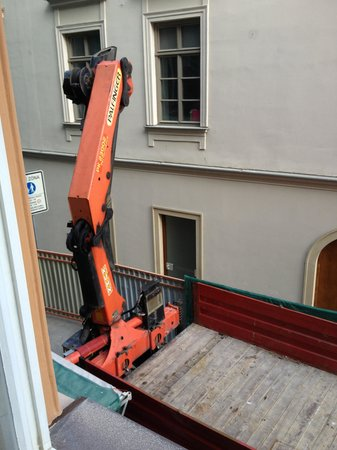 Hotel Pegas Brno: Heavy crane outside my room at 7am