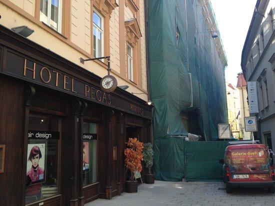 Hotel Pegas Brno: Building work next door
