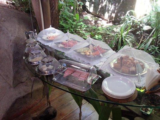 Pousada Naturalia: Cafe da manha, frutas, bolos e doces