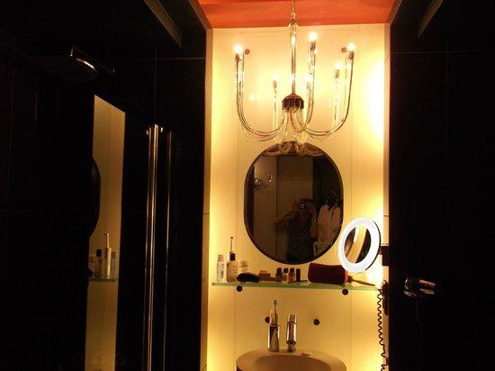 Hotel Wentzl : The Bathroom