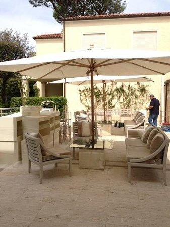 Villa Roma Imperiale: front patio
