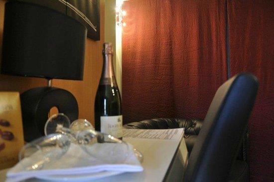 Hostal Manel: Botella de cava