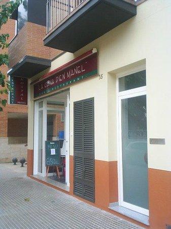 Entrada Hostal Manel y La Cuina d'en Manel