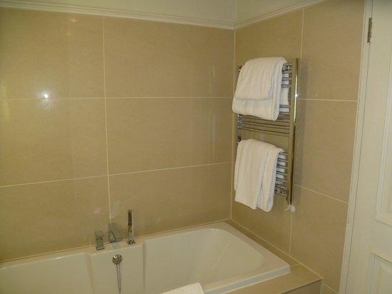 Dukes at Queens : Sunken bath and heated towel rail