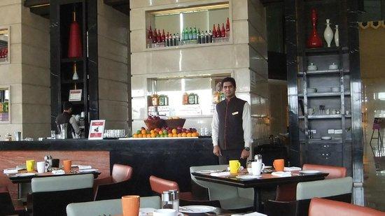 Crowne Plaza New Delhi Rohini: Mosaic Restaurant
