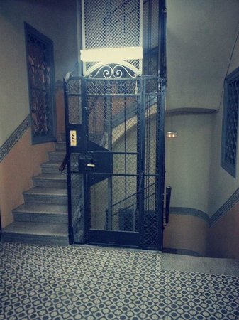 Market Hotel: vintage lift (there's a modern one too!)