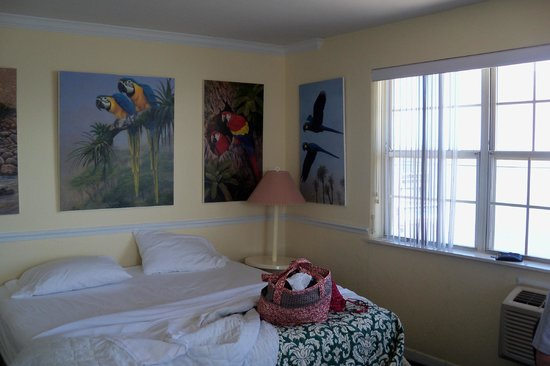 Dockside Motel: charming room