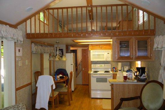 Robin Hood Village Resort: #8 Cabin kitchen and loft
