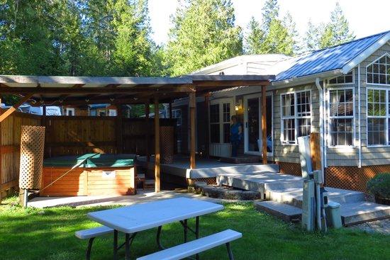 Robin Hood Village Resort: # 8 Cabin and hot tub