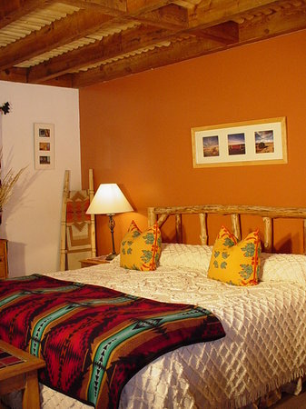 Inn on the Rio: King bedded guest room with area photography
