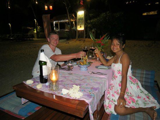 The Sunset Beach Resort & Spa, Taling Ngam: candle light dinner am Strand