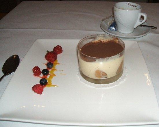 Bistro A Vino: Tiramissu and coffee
