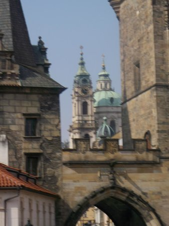 Hotel U Pava: Charles Bridge just 2 minutes away