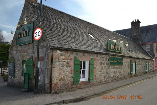 The Bothy Restaurant and Bar: Next To the Locks