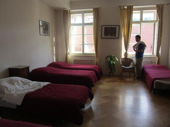 Little Town Budget Hotel: Habitación