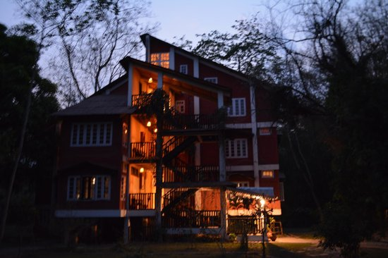 Wild Grass Lodge : Rooms at twilight