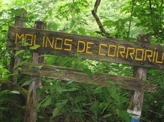 Hotel Rural Fuentes de Lucia: Hiking trails at Fuentes de Lucia.