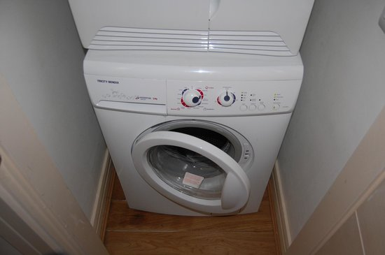 Jameson Court Apartments: Is it just me or does the washing machine look a bit like a crazed loon?