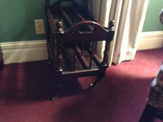 The Lafayette Hotel: Broken furniture