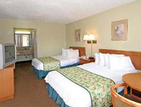 Knights Inn Asheville Airport : Standard Two Double Bed Room