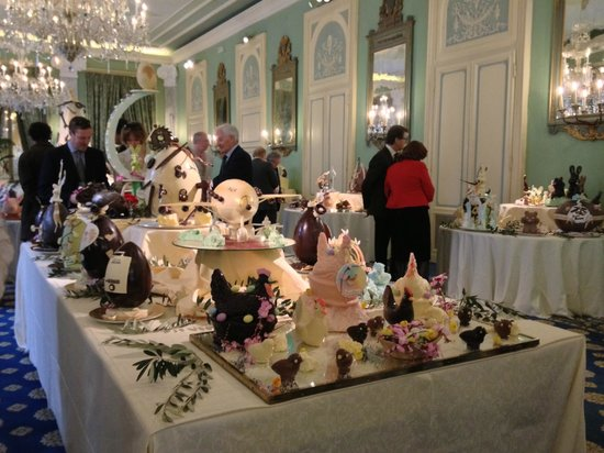 Villa d'Este: A selection of the pattiserie chefs handywork