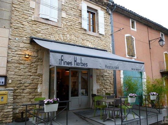 Aux Fines Herbes : Restaurant front