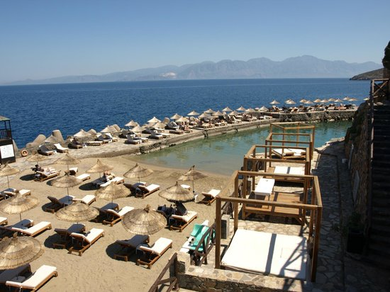Aquila Elounda Village Hotel: view from beach bar