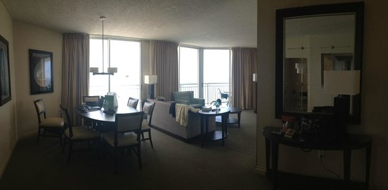 Doubletree by Hilton Ocean Point Resort & Spa - North Miami Beach: Spacious suite