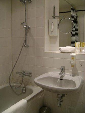 Esplanade Hotel: Hotel Esplanade, baño, Colonia, Alemania.