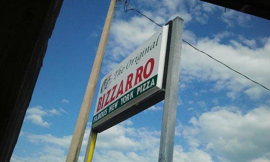 Bizzarro's Famous NY Pizza: The Sign