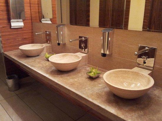 UNA Hotel Roma: Toilettes femmes : très joli et toujours propre