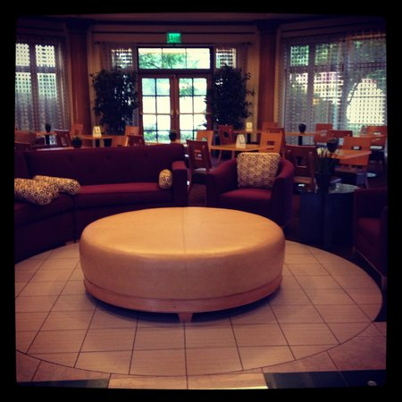 La Quinta Inn & Suites Atlanta Ballpark at Cobb Galleria: Lobby