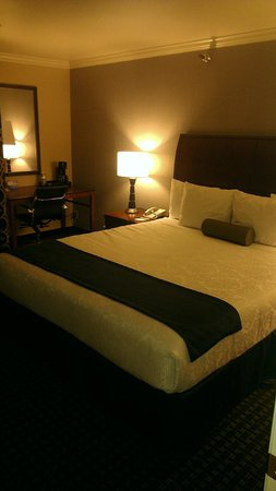 Best Western Plus Marina Shores Hotel: Bed room