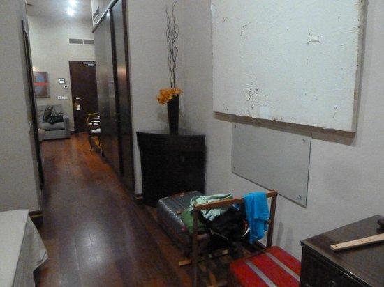 Hotel Palacio Ca Sa Galesa: Desde la zona de dormir, entrada, armario