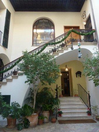 Hotel Palacio Ca Sa Galesa : Patio mallorquín, entrada del hotel