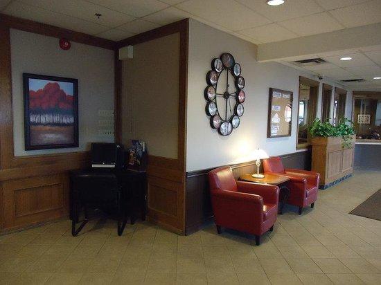 Sands Inn & Suites: Front Desk