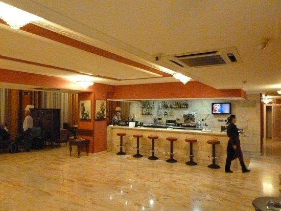 Salles Hotel Ciutat del Prat: Bar