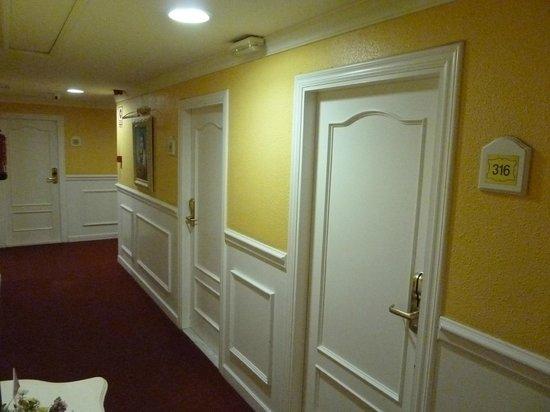 Salles Hotel Ciutat del Prat: Room Corridor