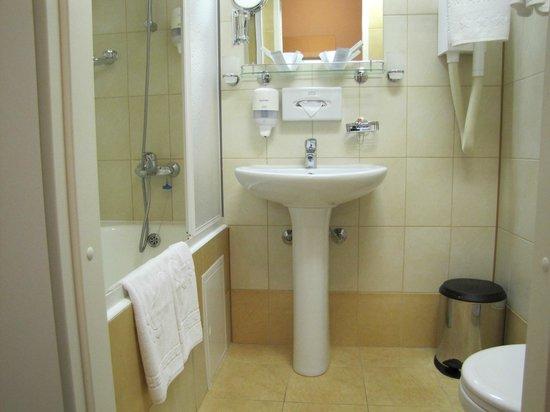 Best Western Plus Vega Hotel & Convention Center: Bathroom
