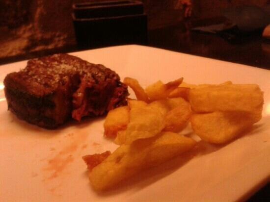 Restaurante La Bruja: Solomillo y patatas..... buonissimo!!!