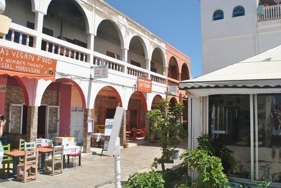 Le Corail - Chez Tarik : het plein met meerdere restaurants