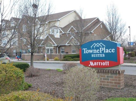 TownePlace Suites Detroit Dearborn: Outside view