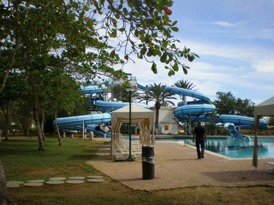 Laguna Mar: Piscina con toboganes de agua