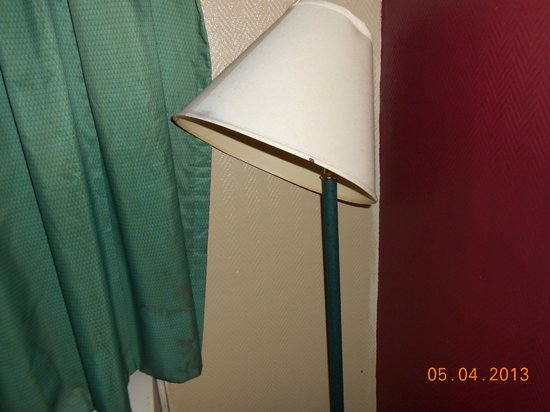 Days Inn Attalla: lamp didn't work and was totally nasty along with the curtains.