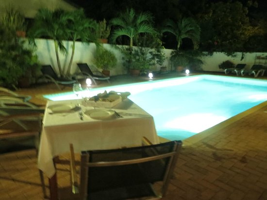 B&B Sombre di Kabana : First Night Dinner By The Pool