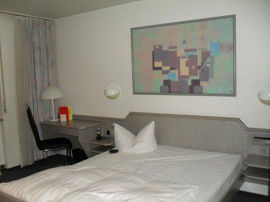 Ambassador Hotel Karlsruhe: bed